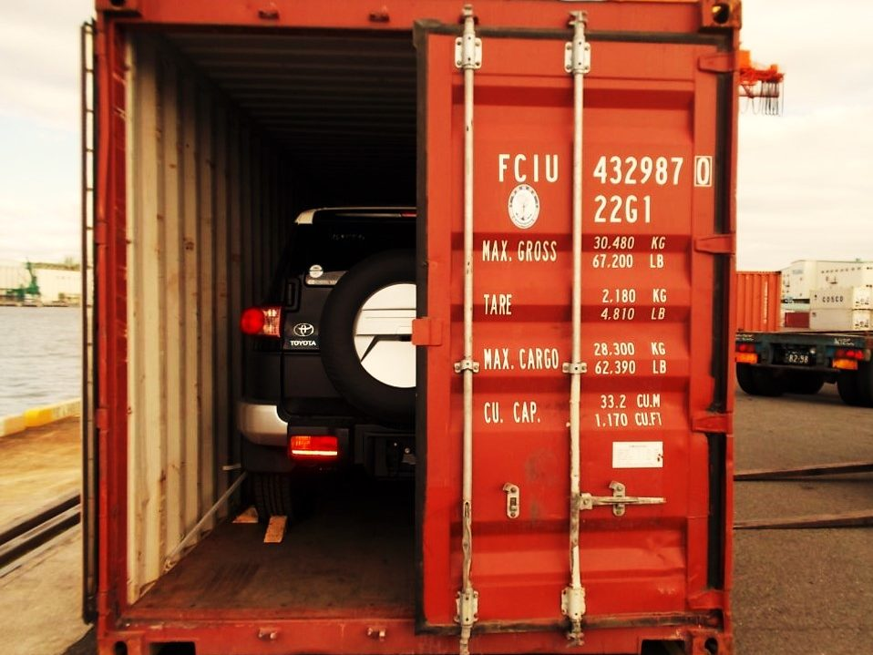 Car-loaded-in-a-container-for-international-moving