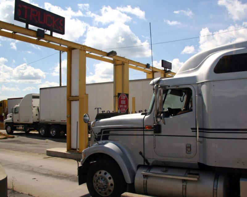 International FTL transportation - Trailer crossing US - Mexico border